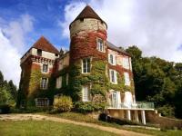 gite Saint Pierre de Maillé Nervaux Chateau Sleeps 28 Pool WiFi