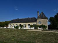 Vintage Castle in Ocquerre with Swimming Pool-Tour-Est
