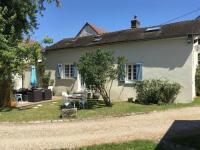Gîte Croth Jolie Maison avec terrain de tennis à 60 km de Paris
