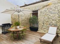 gite Villegailhenc Elégante maison de village : terrasse, jacuzzi et garage
