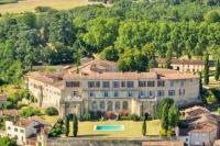 gite Fargues sur Ourbise Poudenas Chateau Sleeps 24 Pool WiFi