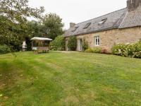gite Plouray Spacious Holiday Home with Garden in Querrien France