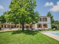 gite Montjoire Luxurious Mansion with Swimming Pool in Rabastens