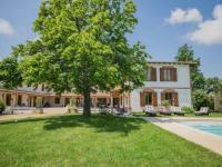 gite Montdurausse Luxurious Mansion with Swimming Pool in Rabastens