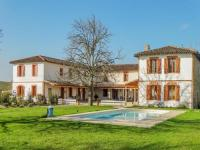 gite Montjoire Modern mansion in Tarn with pool and impressive location