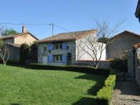 gite Aslonnes Detached holiday home with above-ground pool and large garden, closePoitiers.
