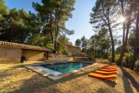 gite Rognes Roussillon : stunning view and pool