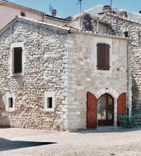 gite Les Assions Ruoms Petite Maison 3 centre-village