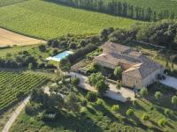 gite Redortiers Quaint Holiday Home in Rustrel with Swimming Pool