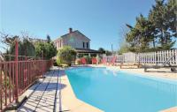gite Châteaurenard Three-Bedroom Holiday Home in Saint Andiol