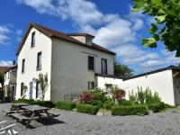 Location de vacances Limoges Lovely Holiday Home in St-Honore-les-Bains with Garden