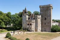 gite Saint Varent Saint-Loup-Lamaire Chateau Sleeps 16 WiFi