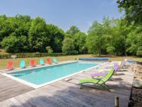 gite La Coquille Charming holiday home in Saint-Medard-d'Excidueil near river