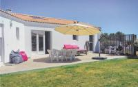 gite La Taillée Three-Bedroom Holiday Home in St. Michel en l'Herm