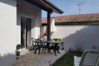 gite Nousse Jolie villa individuelle meublée de plein pied avec jardin