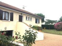 gite Saint Julien des Landes House Villa de famille t4, en plein coeur du bouil