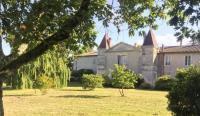 gite Auros Château de Vertheuil