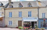 gite Grandcamp Maisy Three-Bedroom Holiday Home in Sainte-Mere-Eglise