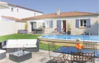 gite Istres Three-Bedroom Holiday Home in Salon de Provence