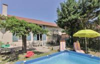 gite La Fare les Oliviers Awesome home in Senas w Outdoor swimming pool, WiFi and 3 Bedrooms