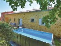 gite Le Barroux Three-Bedroom Holiday Home in Serignan du Comtat