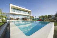 gite Agde Sete Villa Sleeps 10 Pool