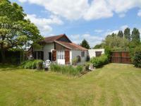 Modern Holiday Home in Sougy-sur-Loire with Terrace-La-Grange-a-Baptiste