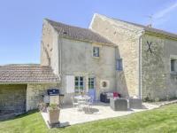 gite Mhère Lovely Farmhouse in Talon with Fireplace