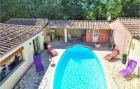 gite Arles Awesome home in Tarascon w WiFi, Outdoor swimming pool and 5 Bedrooms