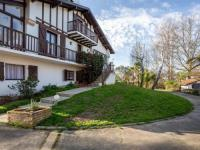 gite Bidarray HOUSE 6 personnes Villa Adour : Bien d'exception au sein d'un parc avec piscine à 20min des plages landaises et basques.