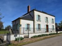gite Onlay Luxurious Mansion in Verneuil with Fenced Garden