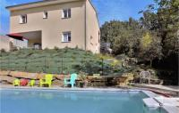 gite Fabras Nice home in Vesseaux with Outdoor swimming pool and 6 Bedrooms