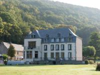 gite Hargnies Attractive Castle near Vireux-Wallerand with Garden