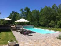 Gîte Loiret Gîte Charming Holiday Home in Yevre-la-Ville with Pool