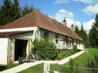 Gîte Allier Gîte Cozy Holiday Home in Vieure with spacious Garden