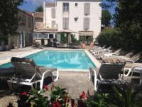 Hotel pas cher Saint Rémy de Provence hôtel pas cher Logis Les Magnanarelles