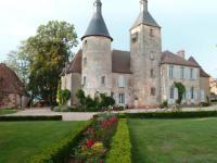 Location de vacances Azy le Vif Location de Vacances Château de Clusors