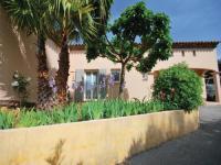 gite Roquebrune sur Argens Holiday Home Saint Raphaël with a Fireplace 04