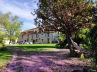 Location de vacances Saint Germain de la Grange Location de Vacances La Fauconnerie Du Roy