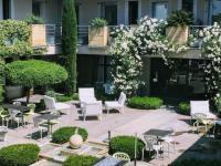 Hôtel Saint Pons la Calm hôtel Patio De Violette