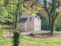 gite Chinon Two-Bedroom Holiday Home in Cravant les Coteaux