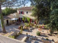 Chambre d'Hôtes Gard Villa Les Jardins d'Holi