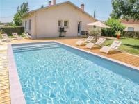 gite Lauzun Three-Bedroom Holiday Home in Eymet