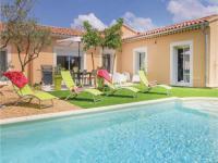 gite Sarrians Three-Bedroom Holiday Home in Mazan