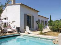gite Barbentane Three-Bedroom Holiday Home in Les Angles