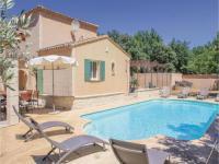 gite Avignon Three-Bedroom Holiday Home in Saint Didier
