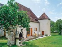 gite Saint Berain sous Sanvignes Four-Bedroom Holiday Home in Mary