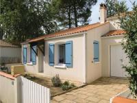 gite Lagord Three-Bedroom Holiday Home in La Tranche sur Mer