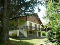 gite La Bourboule House Agreable chalet  proche du lac