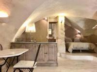 gite Le Puy Sainte Réparade Ptit Chateau Studio